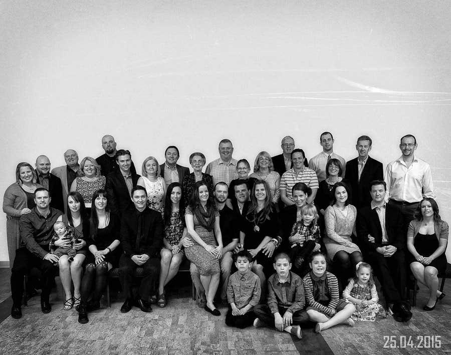 Inscrição nº 16 do Concurso para 4 Generation family photo edit