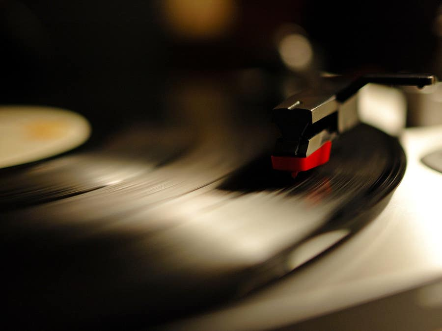 #56 for Find on the web the 5 best royalty free pictures about music by ronty