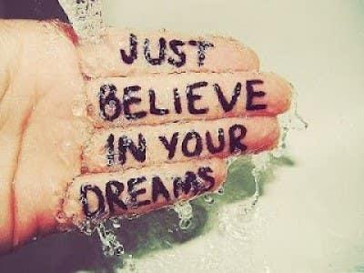 """""""Simplemente cree en tus sueños"""""""