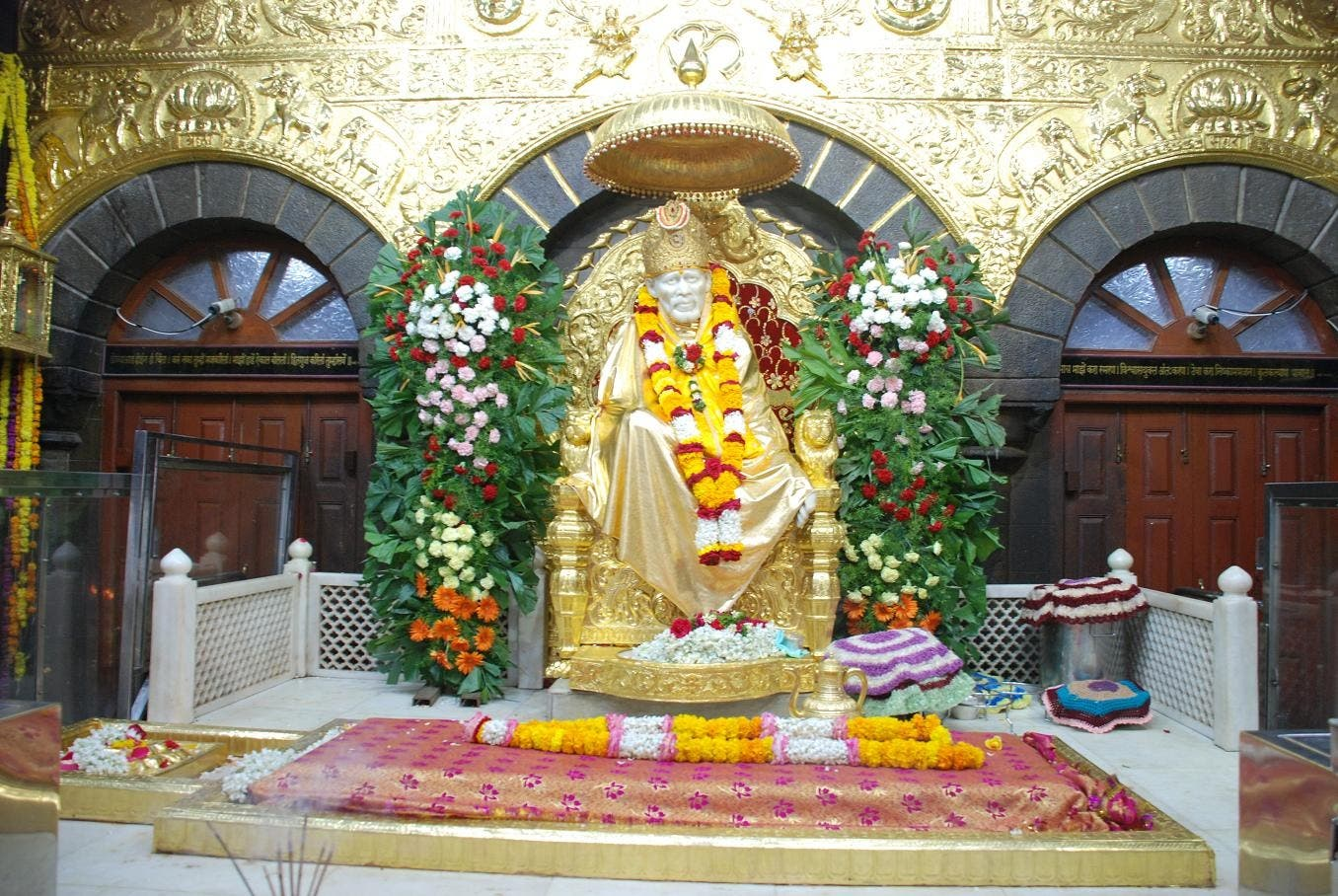 Sai_golden_Throne_Shirdi.jpg